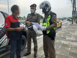 ตำรวจทางหลวงมอเตอร์เวย์ รวบผู้ต้องหาละเมิดคุมประพฤติ ขับรถฝ่าไฟแดงพุ่งชนหนุ่มบาดเจ็บสาหัส